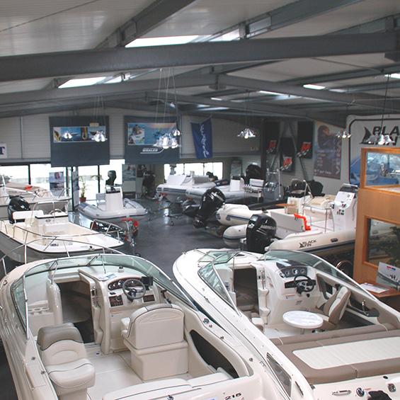 Armor Nautic Lorient idéalement située sur la zone d'activité de la base des sous-marins.