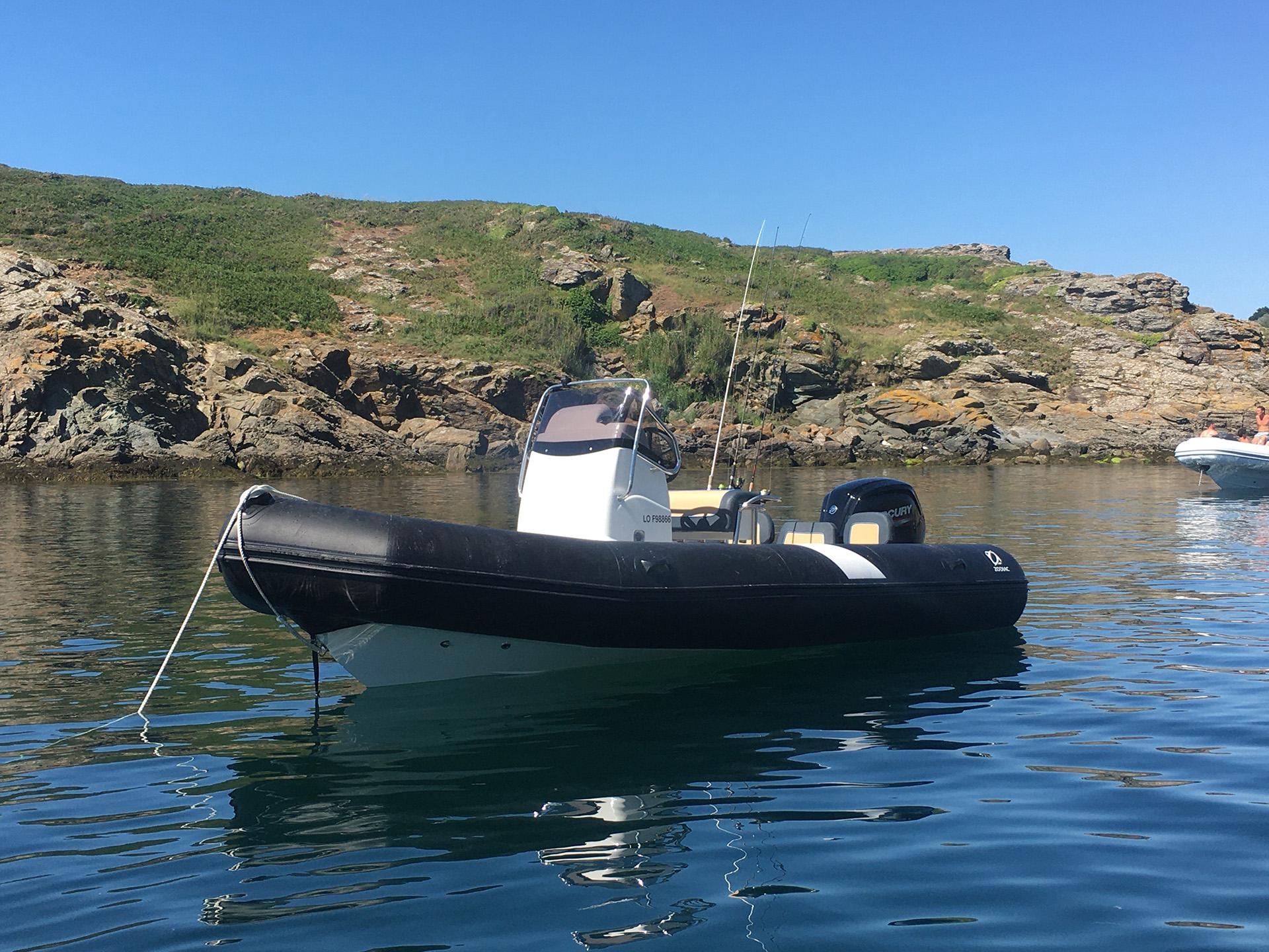 location bateau à base des sous marins de Lorient